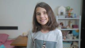 E Zeitlupevideo r Jugendlich Mädchen stock video footage