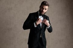 Free Eager Groom Adjusting His Jacket And Curiously Looking Away Stock Photo - 173562570