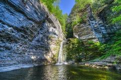 Eagle Cliff Falls finger sjöar, NY Royaltyfri Bild