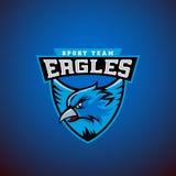 Eagle em um protetor Molde abstrato do emblema do esporte do vetor Liga ou Team Logo Sinal do grupo da universidade Foto de Stock
