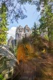 Eagle en rocas en el parque nacional de Adrspach-Teplice oscila - la República Checa Foto de archivo