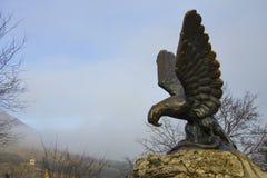 Eagle i hösttid Pyatigorsk emblem caucasian caucasus blommar för russia för maxima för bergberg nordlig sommar snow royaltyfri foto