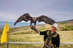 Eagle man i Kirgizistan Royaltyfria Bilder