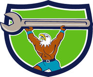 Eagle Mechanic Spanner Crest Cartoon chauve américain Image stock