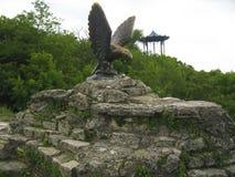 Eagle och den kinesiska axeln Pyatigorsk emblem Nordliga Caucas fotografering för bildbyråer