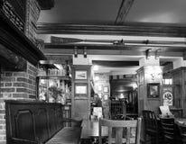 Eagle Pub i Cambridge i svartvitt fotografering för bildbyråer