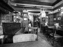 Eagle Pub i Cambridge i svartvitt arkivbild