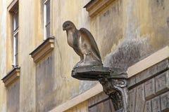 Eagle Sculpture anziano sulle vie di Praga Fotografia Stock Libera da Diritti