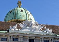 Eagle Sculpture placé sur le Reichkanzleitrakt, palais de Hofburg, Vienne, Autriche photos libres de droits