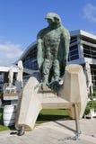 Eagle-Skulptur durch Ilana Goor in Hertzlija-Jachthafen Lizenzfreie Stockfotografie