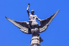 Eagle-Statue und -männer Dekoration eines historischen Gebäudes in Madri Stockbilder
