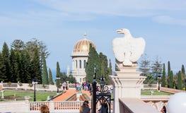 Eagle-Statue und -tempel in Bahai arbeiten in Haifa, Israel im Garten Stockfotografie