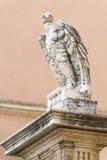 Eagle staty i Vatican City, Rome royaltyfria bilder