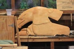 Eagle Totem in der Herstellung Stockfotos