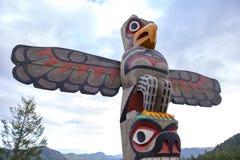 Eagle totemu słup przy szczytem Malahat góra w Vancouver wyspie fotografia royalty free
