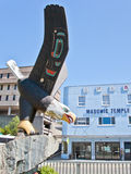 Eagle Wood Sculpture d'Alaska Images stock