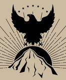 Eagle-zonbergen in zwarte op lichtbruine achtergrond royalty-vrije stock afbeeldingen