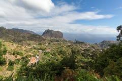 Eagles-Felsen und Porto DA Cruz auf der Nordküste von Madeira Lizenzfreie Stockfotos