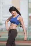 ealthy девушка идет спорты уклада жизни стоковое изображение rf