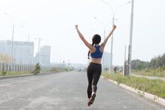 ealthy девушка идет спорты уклада жизни стоковые изображения