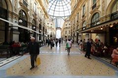 Eamanuele II för Milan milano galleriavittorio Arkivfoto