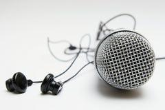 Earbuds und Mikrofon stockfotografie
