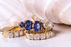 Earings και δαχτυλίδι διαμαντιών με το κοχύλι Στοκ Εικόνα