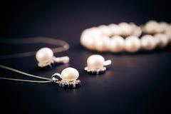 Earings и ожерелье Стоковая Фотография RF