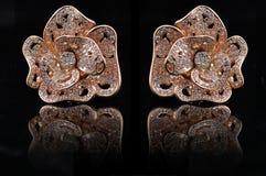 Earings del diamante con la reflexión Imágenes de archivo libres de regalías