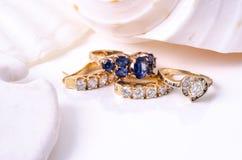 Earings et anneau de diamant avec des coquilles Images libres de droits