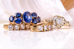 Earings et anneau de diamant avec des coquilles Photographie stock libre de droits