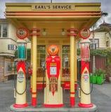 Earl& x27; posto de gasolina de s no mercado dos fazendeiros de uma r?plica exata de Los Angeles do posto de gasolina 1936 de Gil fotografia de stock royalty free