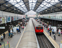 Earls- Courtu-bahnstation in London Stockfotos