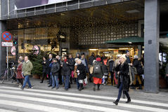 EARLY CHRISTMAS SHOPPERS Royalty Free Stock Images