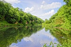 Free Early Morning Beside The Lake At Cresswell Craggs, Derbyshire Stock Images - 195790014