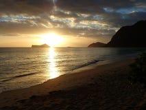 Early Morning Sunrise on Waimanalo Beach over Rabbit Island burs Stock Photography