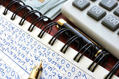 Earnings report on a note. Accounting concept Stock Photo