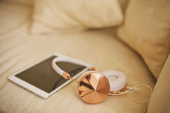 Earphones and i-pad Royalty Free Stock Photography