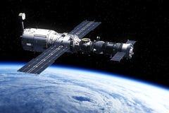 围绕Earth.3D场面旋转的空间站 免版税图库摄影