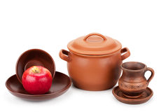 Earthen pot, jug, plate and ripe apple Stock Photography