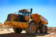 Earthmover. Heavy earthmover construction truck against a blue sky royalty free stock photos