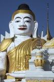 Jordskalv skadada Buddha - Myanmar Fotografering för Bildbyråer