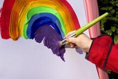 easel παιδιών ουράνιο τόξο ζωγ&rho στοκ εικόνες
