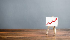 Free Easel With A Red Arrow Up. The Concept Of Success, Rapid Growth And Development. Business Planning And Revenue Analysis. Increase Royalty Free Stock Image - 163746656