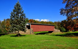 East Earl Township, PA: Weaverland Road Covered Bridge Royalty Free Stock Images