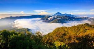 Панорама вулкана на восходе солнца, East Java Bromo, Индонезии Стоковые Изображения
