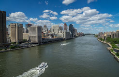 East rive and Manhattan skyline stock photography