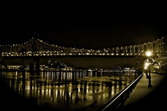 East River NYC Nachtzeit Stockfoto