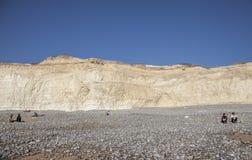 Eastbourne, Anglia, East Sussex UK - Siedem siostr turystów na słonecznym dniu i falezy zdjęcie stock