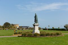 Eastbourne parkerar och statyn East Sussex England UK arkivbild